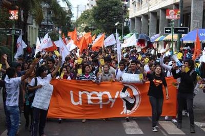 Estudiantes inician marcha en el interior