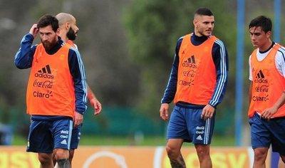 Argentina se entrenó con Messi pero sin Lanzini, baja por lesión