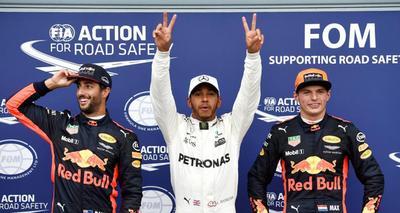 Lewis Hamilton logra un histórico récord bajo el diluvio