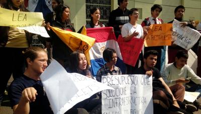 Secundarios siguen frente a Hacienda para reclamar reivindicaciones