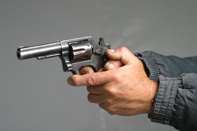 Hombre protagoniza tiroteo en escuela