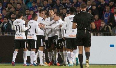 El líder Corinthians supera sus últimos tropiezos con gol polémico