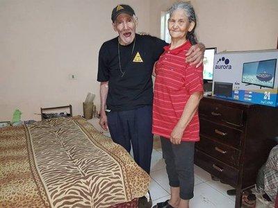 Abuelitos necesitan una muralla en su nueva casa