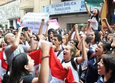 Insólito: imputan y piden la prisión preventiva de dos estudiantes por la toma de los colegios
