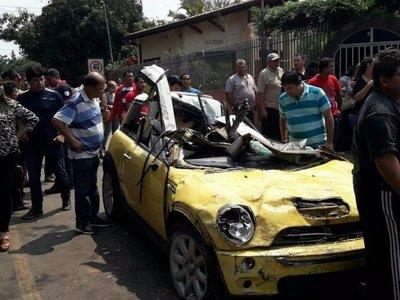Dos jóvenes mueren tras choque en Lambaré