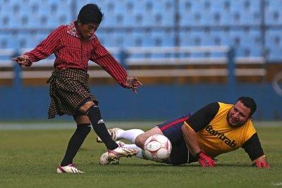 Xejuyup, el equipo indígena que juega el fútbol en falda