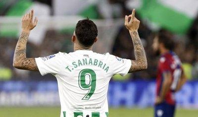 En racha: Tonny Sanabria anota un doblete para el Betis