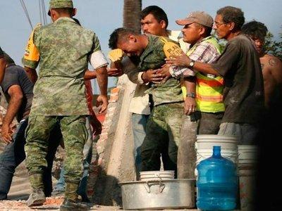 Agradece a soldado que lloró al hallar a su familia