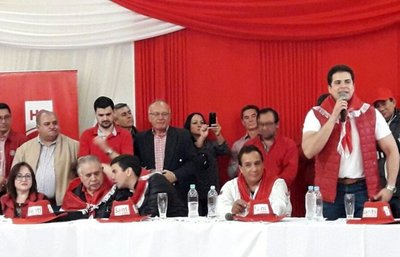 Peña hace campaña con controvertidos dirigentes
