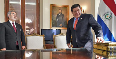 """Tras 150 años, """"El Libro de Oro"""" retornó al Archivo Nacional"""