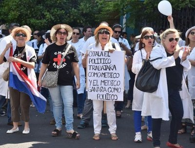 Médicos anuncian paro general de 2 días en diciembre