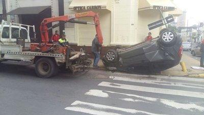 Semáforos averiados causan accidente en Asunción