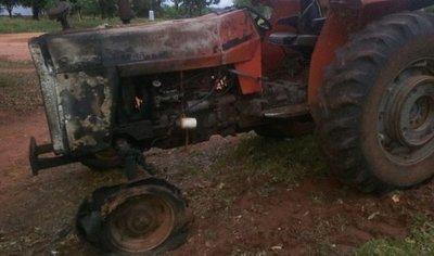 Queman tres tractores en San Pedro