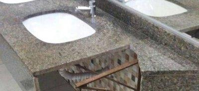 Destrozan baño en Terminal de buses