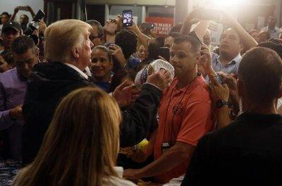 Trump visita Puerto Rico para acallar críticas