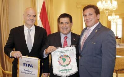Titular de la FIFA se reúne con 3 presidentes sobre Mundial 2030