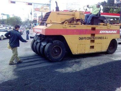 Reparan calles y hacen cunetas en varias zonas