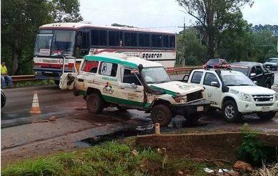 Dos muertos y 4 heridos en vuelco de ambulancia