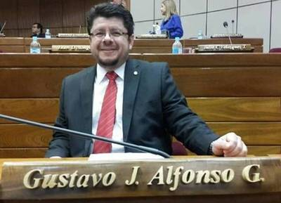 """Pipo"" Alfonso trató de ""gata flora"" a Desirée que lo acusó de ""humillar"" a las mujeres"