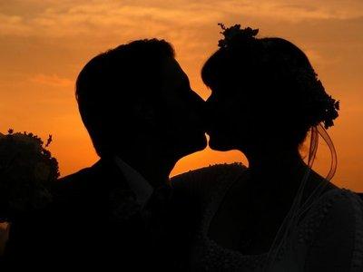 Condenados por besarse en público
