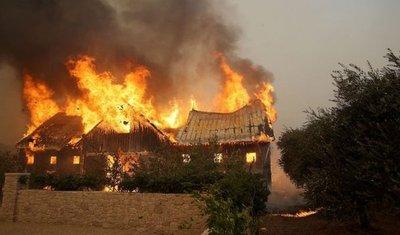 Ascienden a 13 los muertos por los incendios