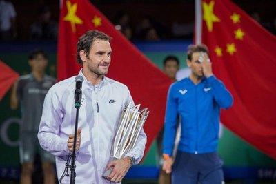 Federer gana a Nadal en final de Shanghái