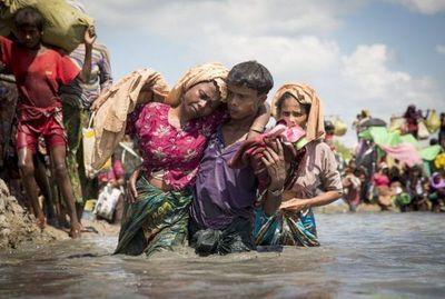"""""""La peor crisis de refugiados"""": 582.000 musulmanes huyeron a Bangladésh"""