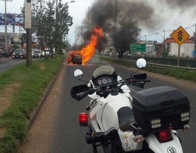 Ardió un vehículo sobre Madame Lynch