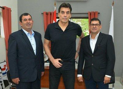 Yatytay solicita ayuda de la SND para construir polideportivo