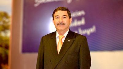 """Comisario retirado, precandidato a senador es tildado de """"dictador"""""""