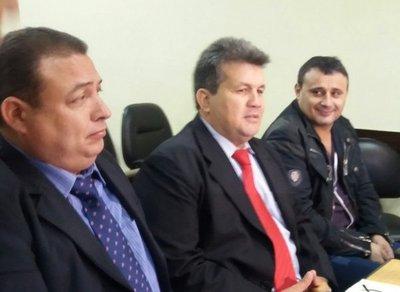 Defensa pide sobreseimiento de Neneco Acosta