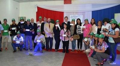 Egresados del SNPP reciben créditos para iniciar sus negocios