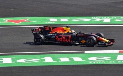 Hamilton detrás de Ricciardo en México
