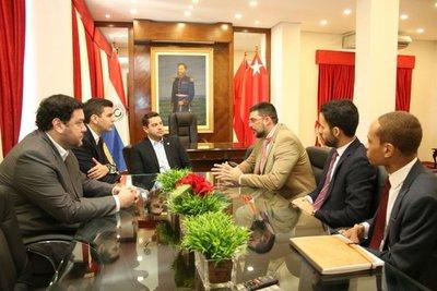 Peña se reúne con representantes internacionales