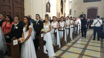 """Casamiento masivo en la Catedral: 125 parejas dijeron """"sí, acepto"""""""
