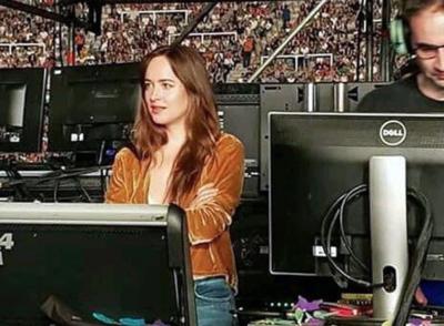 Conocida actriz en el concierto de Coldplay desata rumores de noviazgo con Chris Martin