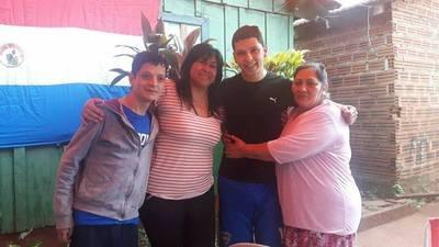 VECINOS Y FAMILIARES DIERON UN CALUROSO RECIBIMIENTO A RODRIGO GAUTO