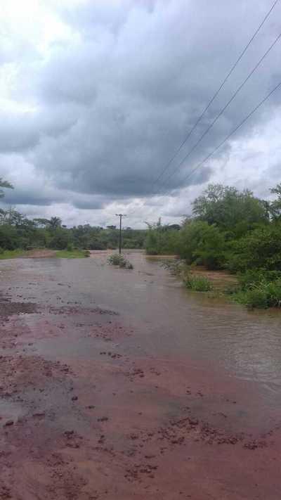 Desborde de arroyo en Canindeyú