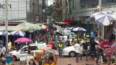 Pese a lluvia, hubo buen ingreso de turistas en el microcentro de CDE