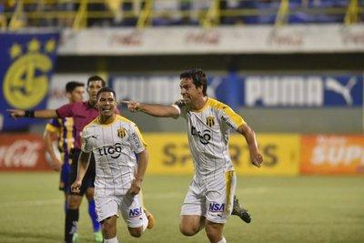 Guaraní gana y sigue al acecho del puntero