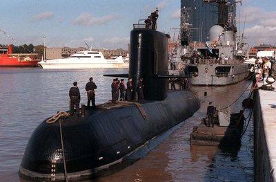 Perú ofrece avión para búsqueda de submarino