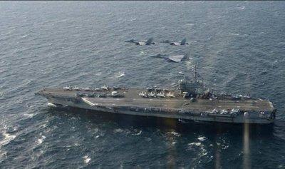 Avión militar de EEUU cae al mar con 11 personas