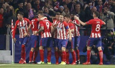 Atlético vence a la Roma y sigue vivo