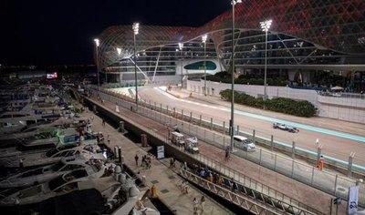 Hamilton brilla en la noche sobre el circuito Yas Marina