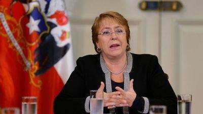 """Bachelet rechaza denuncia de Piñera por """"votos marcados"""" en elección chilena"""