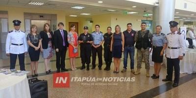 PREMIAN STAND DE POLICÍA NACIONAL EN LA EXPO JUSTICIA