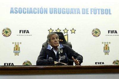 Tabárez anuncia renovación de Uruguay