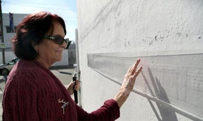 Artista crea mural invisible que solo invidentes pueden ver