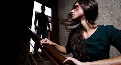 Denuncian a precandidato por agresión a esposa