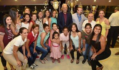 Cerro Porteño homenajeó a sus campeones del 2017